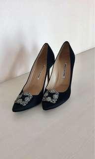 Manolo Blahnik 105mm hangisi heels