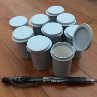 Small containers with lid