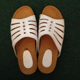 White sandals | Size 7