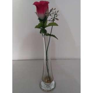 Pot jangkung dari kaca dan bunga rose 1