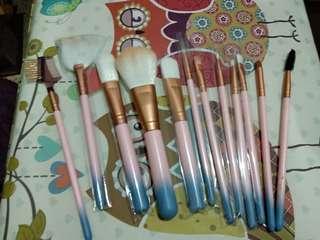 kuas makeup + brush egg + 2 kuas kabuki