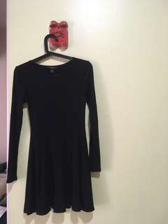 Black dress with long sleeves - M size by Forever 21