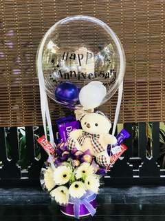Anniversary Hot air balloon with chocolate and fresh flower