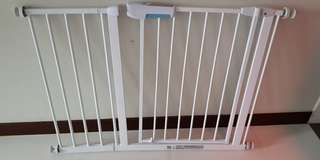Baby safely gate