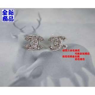 優買二手名牌店 CHANEL 限量 經典 雙C COCO 熱賣款 霧面 水鑽 銀色 羅紋 LOGO 針式 耳環 『全新』