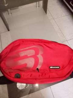 Sketchers waist pouch