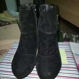 booth heels velvet