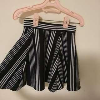 H&M 鬆緊質感前後兩穿不規則直紋條紋後拉鏈傘裙