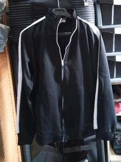 Jual. Murah.. Black jacket.. Simple. Impor, hb:100an..