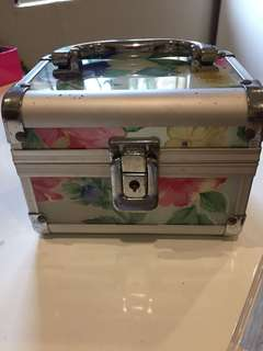 Small makeup case