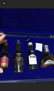 馬爹利干邑酒辦4支連精美木製收藏禮盒。