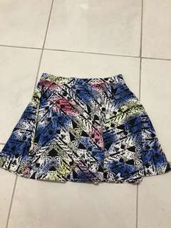 Free with purchases over $10 Jay Jays size 8 skirt print good condition