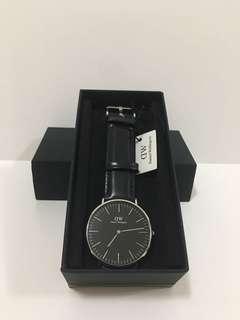 DW黑色皮錶銀框40mm