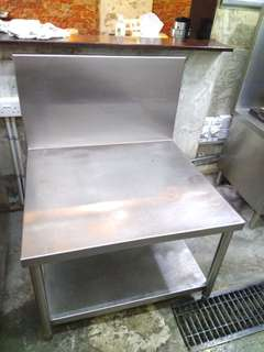Stainless steel stoves table