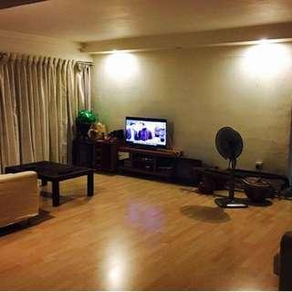 Spacious Master bedroom with walk-in closet at Bukit Batok