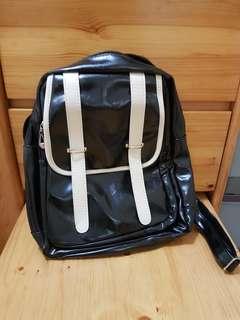 黑色書包 背囊