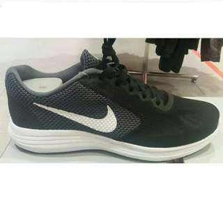 [Re-Price] Nike Revolution 3