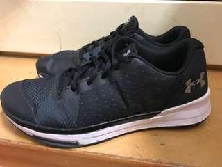 UA訓練鞋
