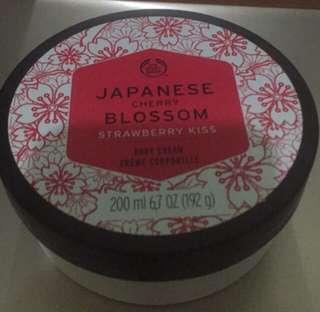The Body Shop Japanese Cherry Blossom Strawberry Kiss Body cream 20l