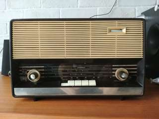 For rent - vintage philips radio