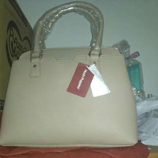tas warna beige hush puppies