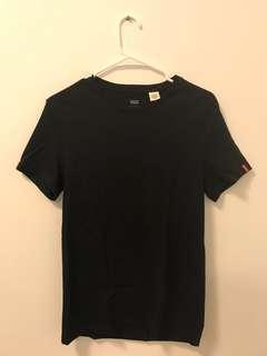 Levis Black T Shirt