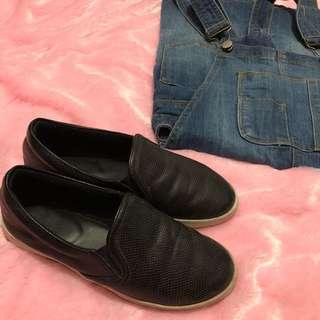 Hue Manila Black Slip Ons