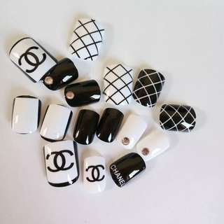 Fashion Shiny False Nails Classic Black White Fake Nails Sexy Grid Rhinestones 3D Nail Art Manicure Products Z052