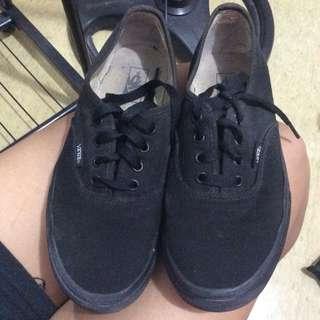All black vans skate shoes (unisex)