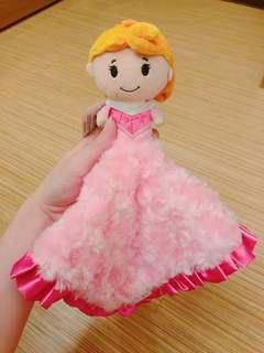 Hallmark 與迪士尼公主聯名安撫巾