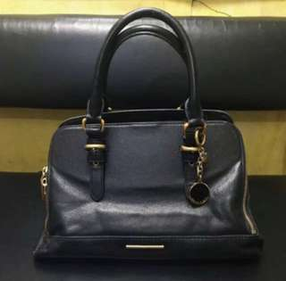 RUSH SELLING CHARLES & KEITH BAG