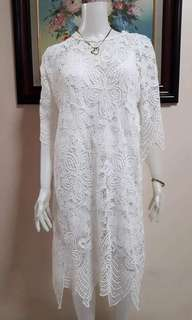 Very nice white dress with inner liner