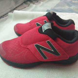New balance kid's shoes red