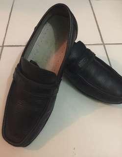 Sepatu Pierre cardin Original size 39