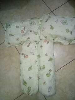 2 set bantal bayi