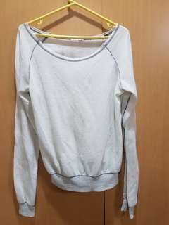 Over sizes distressed sweater