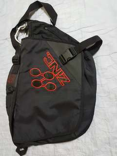 ZINC sling bag