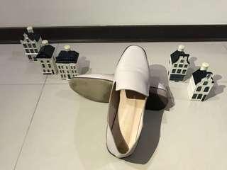 🚚 素面軟皮後踩樂福鞋 白色24號
