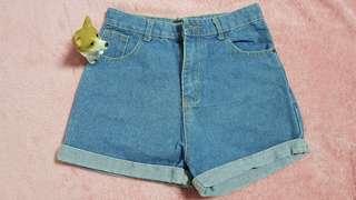 🚚 高腰卷邊牛仔短褲