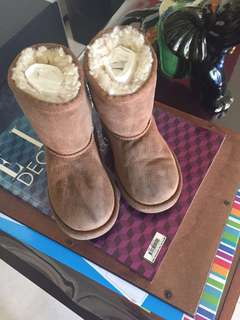 Authentic UGG boot siZe 9