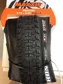 Maxxis Rekon tire