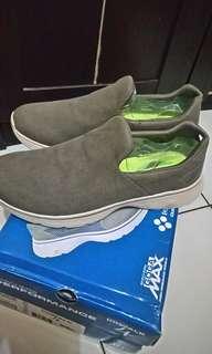 Skechers GOGAMAX sepatu running