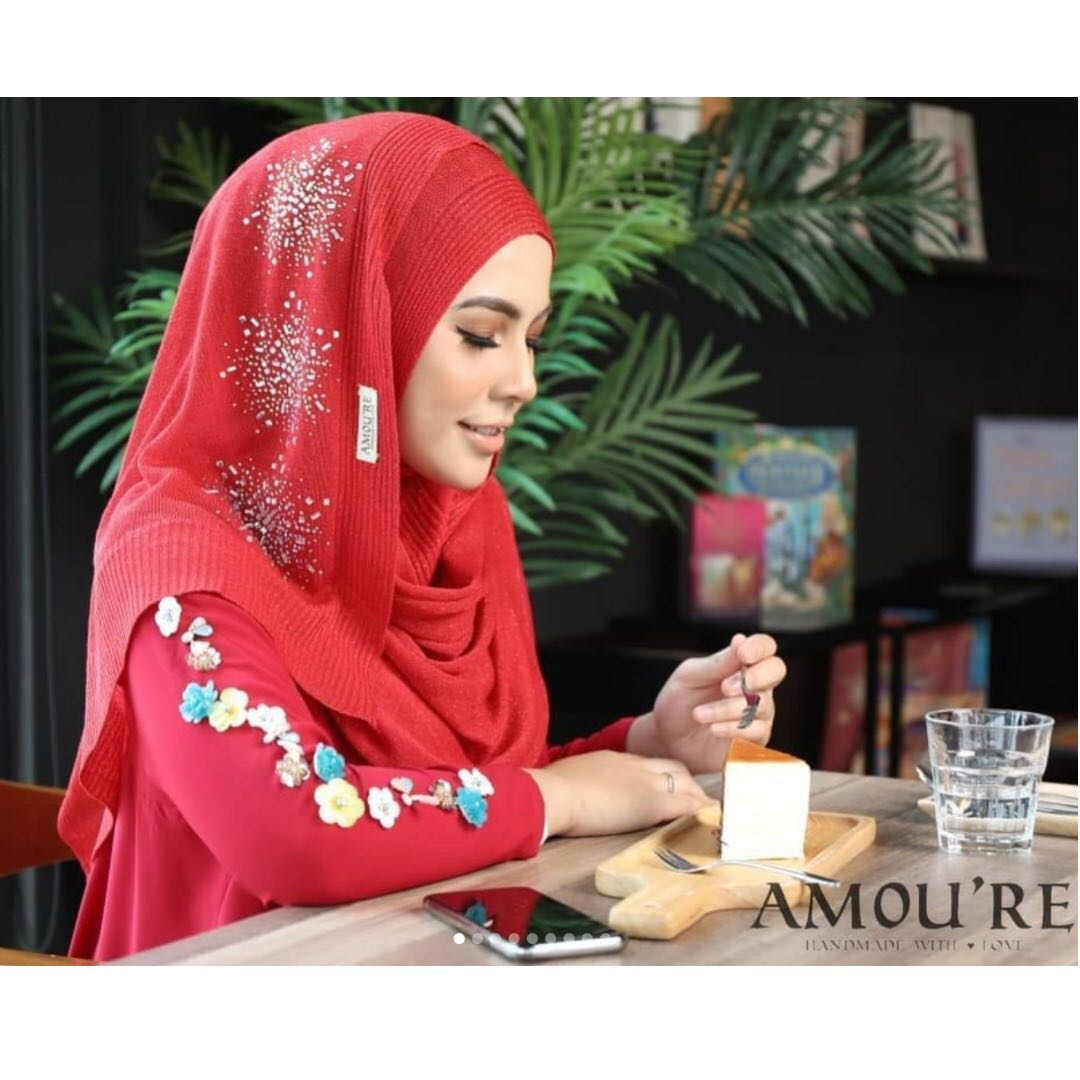 Exclusive Luna Luxe Instant By Amoure Instock Womens Fashion Safiya Blouse Merah Muda 3xl Muslimah On Carousell