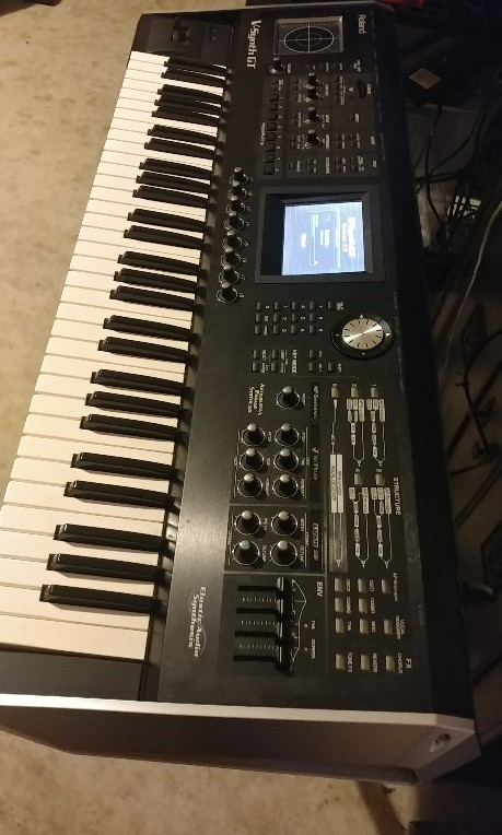 Roland V Synth GT 2, Music & Media, Music Instruments on