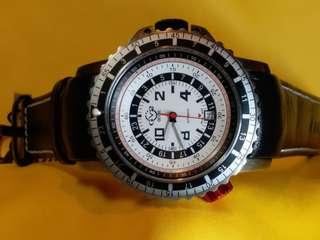 GV2 by Gevril, ~ contasecondi 意大利文 ,中譯作[秒錶]。有2粒錶冠,3字位調較時、分及日期。8字位紅色錶冠在捲動時,錶圈會旋轉。瑞士製造 swiss made, Limited edition 限量發行,這隻錶编琥是018/500,大錶面機械自動(不需電池) ,全新 ,吊牌,原裝盒, 說明書齊全