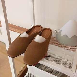 🚚 韓國帶回 簡約麂皮低跟拖鞋(焦糖棕)