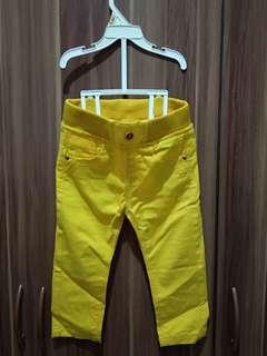 Celana kuning
