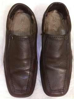 Sepatu scorpion