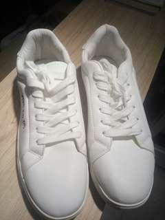 Sepatu merk FASHION white edition