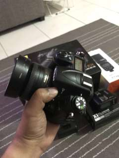 Nikon D7000 complete with speedlight and box